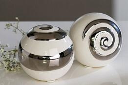 moderne-deko-kugeln-aus-keramik-2-stueck-weisssilber-durchmesser-6-cm-1.jpg