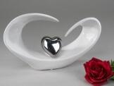 moderne-skulptur-in-form-eines-herzens-aus-keramik-in-weisssilber-31x18cm-1