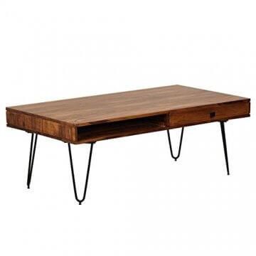 Tisch auf Metallbeinen