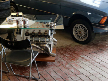 Motor Block Glastisch aus BMW 735i mit vielen Details - Tisch Glas Couchtisch