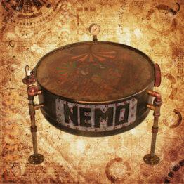 Tisch im Steampunk Design - Kapitän Nemo's Tisch von Custom Drum mit Fisch Bild