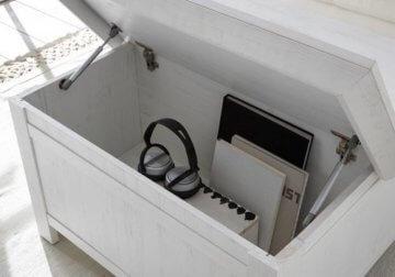 lifestyle4living Couchtisch in Pinie Weiß Dekor | Tisch hat 2 offene Fächer und EIN Staufach | Sofatisch ist 93 cm breit - 2
